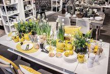 Inspiracje Wiosenne Stoły / Jeśli szukasz pomysłu na oryginalną aranżację wiosennego stołu, odwiedź nasz salon. Znajdziesz tam wiele inspiracji i dobierzesz efektowne dekoracje. Do końca wiosny 2016 przy zakupie stołu otrzymasz 10% jego wartości do wydania na artykuły dekoracyjne.