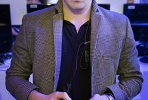 """GEEKS / La 4ème édition du salon Paris Games Week (http://www.parisgamesweek.com), créé par le SELL (Syndicat des Éditeurs des Logiciels de Loisirs), s'est terminée dimanche battant le record de fréquentation avec 245.000 visiteurs .  Retrouvez sur Doc'Pinterest les reportages """"portraits de gamers"""" réalisé par Anthony Micallef de l'agence Haytham http://www.haythampictures.com et ceux de Francois Guillot et Franck Fife de l'Agence France Presse http://www.imageforum.afp.com"""