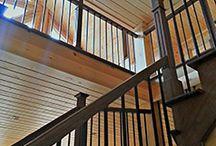 Nos réalisations - Rampes d'escalier / Chez Boiseries Métropolitaines, nous fabriquons des escaliers sur mesure pour les besoins de nos clients. Voici quelques-unes de nos réalisations de nos rampes d'escaliers