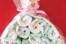 Diaper Cakes for Girls / Μωρότουρτες αποκλειστικά και μόνο για κοριτσάκια. Προσαρμοσμένη στα κιλά της κάθε μικρής σας πριγκίπισσας , δημιουργούμε το ιδανικό δώρο για κάθε περίσταση. Πρωτότυπο και μοναδικό, όσο και το μωρό που θέλετε να το προσφέρετε!