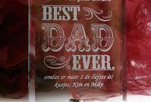 Vaderdag cadeau / Je vader verrassen met een uniek vaderdag cadeau? Laat een bierpul of whiskey set voor hem graveren!