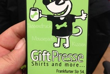 GiftPresse.de / Gift=Geschenk; Presse=gedruckt. Bedruckte Geschenke! T-Shirts, Tassen, Mousepads, Kissen, Mini-Shirts, Smartphone-Cases, u.v.m.
