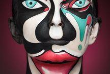 """Alexander Khokhlov / 2D Or Not 2D"""" es un proyecto de colaboración entre el fotógrafo ruso Alexander Khokhlov y la artista del maquillaje Valeriya Kutsan. Inspirados por posters bidimensinales, el objetivo del proyecto era transformar los rostros de los modelos en imágenes 2D que re-imaginan algunos muy conocidos bocetos, gráficos, acuarelas, y pinturas al óleo, de artistas como Lichtenstein, Basquiat, y Mondrian."""