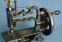 šicí stroje a náprstky