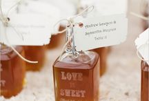 honey, i love you / styled wedding shoot. outdoor theme from honey color. amber, gold, cream, yellow.  rustic, bare feet, sweet,