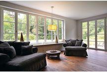 Hanglampen / Aantrekkelijke hanglampen toegepast in huis en kantoor. Laat u inspireren door de prachtige hanglamp op de plek waar die het beste tot zijn recht komt!