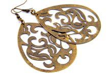 big earrings / big, flashy earrings, jewelry useful for women who like to make an impression.