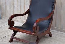 Fotele / Kolonialne fotele wykonane są z najwyższej jakości drewna. Idealnie sprawdzają się w gabinecie,biurze,sypialni czy salonie.  Posiadamy proste, klasyczne fotele pasujące do każdego wnętrza, jak i zdobione różnymi elementami ,co sprawi,że ich wygląd będzie oryginlny i niepowtarzalny.  Wykonane sa bardzo solidnie przez najlepszyh indyjskich rzemieślników.