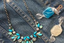 outfit inspiration / Women's fashion inspiration meets Sorrelli jewelry! Here are outfit ideas plus suggestions on how to wear your favorite vintage-inspired Sorrelli pieces!