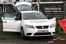 Vyfoť legendu - předání výhry / Předání nového vozu SEAT Toledo výherkyni soutěže Vyfoť legendu proběhlo na automobilovém okruhu v Sosnové.