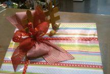 Presentación regalos de bodas, bautizos, comuniones y demas eventos / Creación de emboltorios de ragalos personalizados y originales. Disponemos de Kit para empaquetados que enviamos a casa.