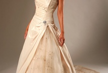 Gorgeous Gowns / by Casey Williams