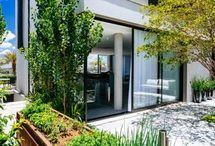 Jardim / Inspire-se com um álbum repleto de ideias de jardim vertical, veja modelos de jardim de inverno e ideias de jardim. Confira também decoração de jardim e lindas fotos de jardim. Aproveite! #jardimvertical #jardimdeinverno #ideiasdejardim #decoracaodejardim #fotosdejardim #arquiteturaeurbanismo