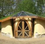 Outside dwelling / Creating an extra bedroom in the garden. Underground garden house, hobbit style.