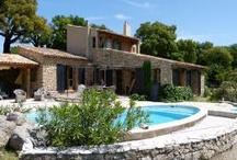 vakantie huizen Provence- Cote d'Azur / Procence-Alpen-Côte d' Azur voor elk wat wils, zon, zee en cultuur. France Individuelle biedt vakantiehuizen met zwembad in de Luberon, gites en villa's in de Vaucluse, ook in het achterland van de Cote d'Azur, weg van de hectiek, kunt u een vakantiehuis vinden. Zo kunt u 's morgens een tocht maken naar de Mont Ventoux, op het terras van uw vakantiehuis een heerlijke lunch genieten en 's middags wat rondstruinen in een leuk dorp in de Provence. / by Fi Vakantiehuizen