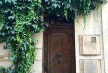 Doors. Portes.