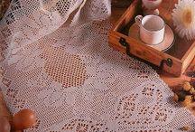 Sandra Helena Pissinatto Pereira / Caminho de mesa em crochê filet
