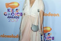 Jodie Sweetin carries Annie Handbags Cat minaudière in genuine Python to the Kids Choice Awards
