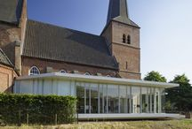 Uitbreiding kerk Groesbeek / Our design for a new, open and transparent extension allows the church to reveal itself to its surroundings. Through the contrasting building the church opens itself outwards, and makes a strong connection with the community. (The adaptation of the monumental church required a careful and open process with all parties involved.) The light pavilion combines the church's desire for greater transparency and a clear relationship with the surrounding landscape.