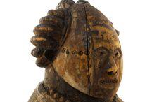 ARTE AFRICANO y otros / Máscaras, fetiches, objetos rituales... convertidos en pacotillas, souvenirs o en asombros, sacralizados en vitrinas, expoliados...