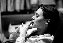 10 χαρακτηριστικά που δείχνουν μια έξυπνη γυναίκα
