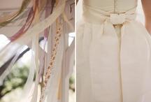 ה-שמלה / בדים, עיטורים, רקמות, פנינים, תחרות - כמה שאנחנו אוהבות את כל השפע והיופי שיוצרים לבסוף את שמלת הכלה. / by כלות אורבניות
