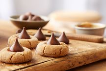12 Days of Holiday Baking /  I've partnered with Hershey's to create this board. Prepare to wow friends and family this holiday season with recipes from HERSHEY'S Kitchens. / by Ott A