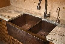 Kitchen Sinks/Islands / by Dana Clendening