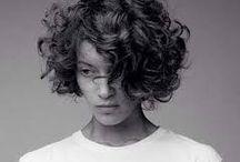 krøllet hår