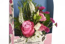 Pretty in Pink / Gorgeous Flowercards with fresh hand-pieced bouquets in the softest delicate pinks to bold and vibrant fuchsias.
