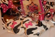 @Mercibeaucookies / Cookie favors by @mercibeaucookies contact Jaime: mercibeaucookies@gmail.com