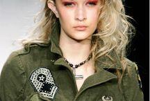 2014-2015 Bayan Giyim Askeri(kamuflaj) Tarz / Her dönem moda olan vazgeçilmez tarzlardan biride askeri tarz giyimdir. 2014-2015 Askeri Kamuflaj Tarz Bayan Giyim Modası sizin için galerimizde....