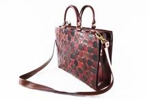 UBER MODA EM COURO / Bolsas em couro artesanais, elaboradas com exclusividade  e  tendência da moda europeia.