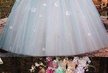 Çiçekli tütülü kız elbiseleri