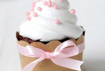 Cupcakes ⭐ / I just love cupcakes because 1: they taste amazing 2: you can make them any color shape put all kinds of stuff on it 3: there just so cute