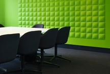 Office Metro Newspaper / Our 'Cubes-design' brings a nice 3d effect on the walls in a meeting room of 'Metro Newspaper' in the UK. A real green eye catcher!