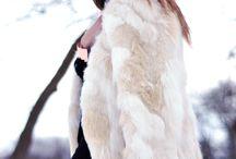 Abrigos / Prenda imprescindible en el armario de cualquier mujer durante la temporada Otoño-Invierno. Los abrigos se convierten en los protagonistas de los looks y en los responsables de nuestra comodidad en los meses más fríos  #moda #invierno #tendencias