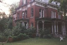 Real Illinois Haunts / Aside from all of the great attractions in Illinois, there are a ton of real life haunts around the state as well!