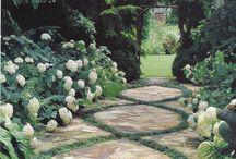 Havegange / Havegange er en vigtig del af ethvert havedesign, da en havegang opfordrer til opdagelse og spændende oplevelser rundt i haven.