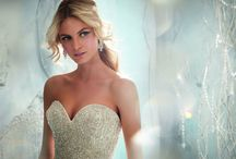 Wedding Gowns / Stunning Bridal Gowns/Wedding Dresses