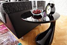 Black is beautiful / Schwarz ist immer Trend! Besonders, wenn es um moderne & zeitlos elegante Möbel geht, kann man mit der Farbe Schwarz einfach nichts falsch machen! Klassisch kombiniert mit Weiß- oder Grautönen oder mal richtig pompös durch edle Accessoires gibst Du Deinen vier Wänden genau den gekonnt eleganten Style, der am besten zu Dir passt. Bei DELIFE findest Du die atemberaubendsten Möbeltrends und die angesagtesten Wohnideen rund um das Thema Schwarz. Denn wir finden: Black is always beautiful!