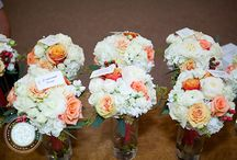 Peach, Coral, and White Wedding / Photography by Diane McKinney.  Seeded eucalyptus, ranunculus, hydrangea, Cherry brandy roses, donna roses, hypericum, peach finesse, stock, isle spray roses, freesia, mini callas, talisman snapdragons, and tulips.