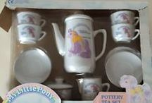 G1: Kitchenalia / Cups, mugs, bowls, cake moulds, cutlery, tea sets, trays, place mats, coasters, biscuit making sets & egg cups