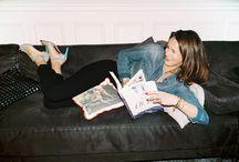 ▲ OLIVIA / Portrait d'Olivia pour BOCAGE #SHOESINMYLIFE  Derbies mordorées, sandales vertigineuses, compensées bohèmes ou boots de motards… rien ne fait peur à Olivia, heureuse propriétaire d'environ 100 paires de souliers. Rien que ça ! Éditrice indépendante spécialisée jeunesse et ados, cette parisienne pure souche, née dans le 15e arrondissement, apprécie « ces si belles chaussures » Bocage pour leur style original, portable, toujours classe « mais accessible ».