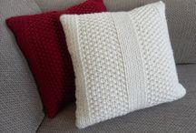 Knitting cushions