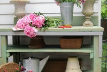 Potting bench / by Shary Kreiling