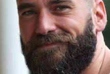 Frisur und Bart