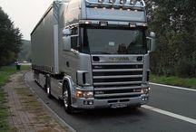 #DIS TRUCK CARGO 24 T / TRUCK CARGO :NACZEPY SKRZYNIOWE-FIRANKA TYPU MEGA, które doskonale sprawdzają  się w tradycyjnych zleceniach transportowych. Dzięki swojej wysokości wewnętrznej oraz dużej nośności powierzchni ładunkowej, tego typu naczepą przewozimy głównie frachty z branż Automotive oraz AGD . Naczepa Mega sprawdza się również w transportach wielkoobjętościowych- branża metalowa. Przemyślana konstrukcja umożliwia bezpieczny załadunek i zabezpieczenie Państwa ładunku. Ilość miejsc paletowych 33. M:+48606282579