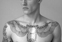Tatuaż klatki piersiowej