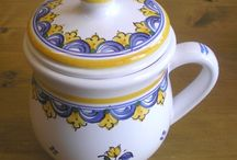 Hungarian pottery / A wide range of Hungarian handmade potteries and ceramics.